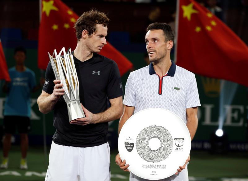 Murray beats Bautista Agut to win third Shanghai Masters title