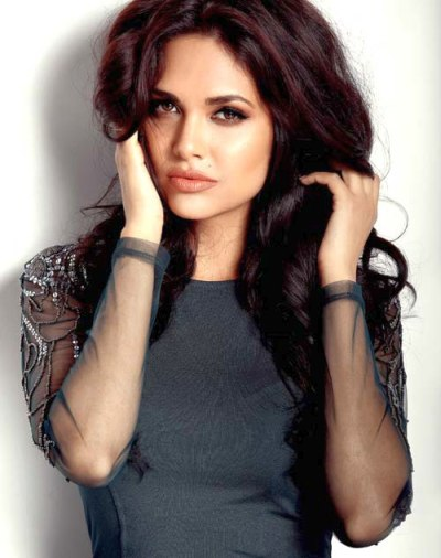 Esha Gupta troubled from a fan