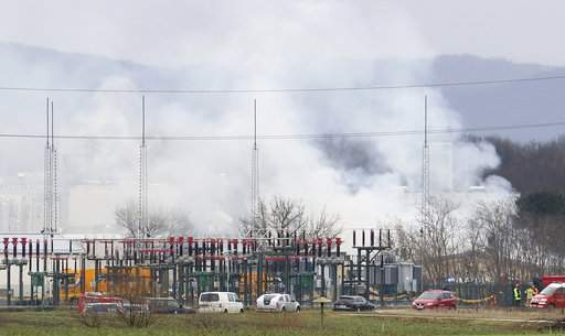 1 dead, 21 hurt in explosion at natural gas plant
