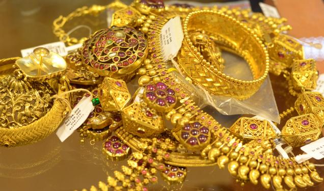 Gold price makes a new record high of 72,500 per Tola in Nepali market