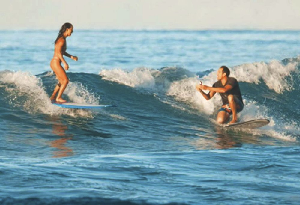 Hawaii man proposes to girlfriend while surfing