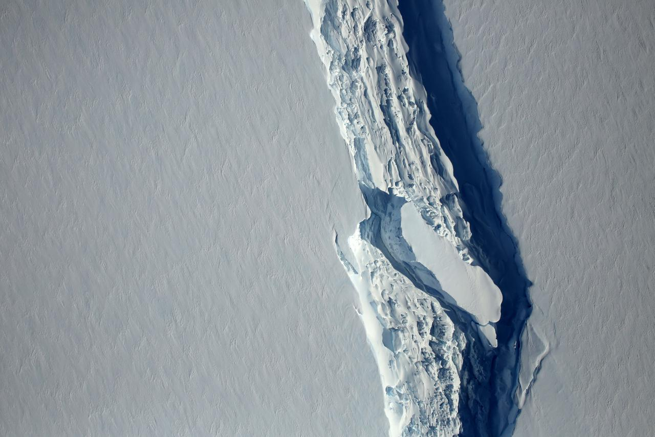 Giant iceberg breaks off Antarctica