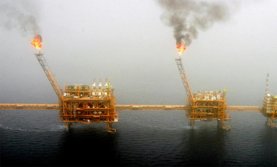 U.S. says countries buying Iranian oil will be subject to sanctions