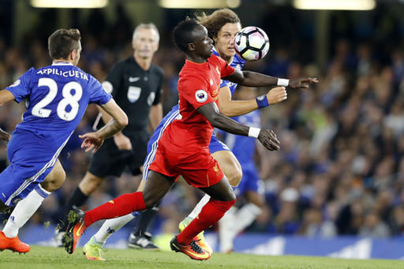 Liverpool s Sadio Mane, center, challenges Chelsea s David Luiz and Cesar Azpilicueta, left, during the English Premier League soccer match between Chelsea and Liverpool at Stamford Bridge stadium in London, Friday.