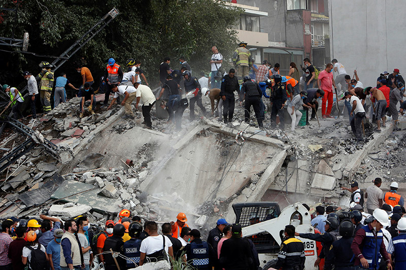 Mexicans dig through collapsed buildings as quake kills 217