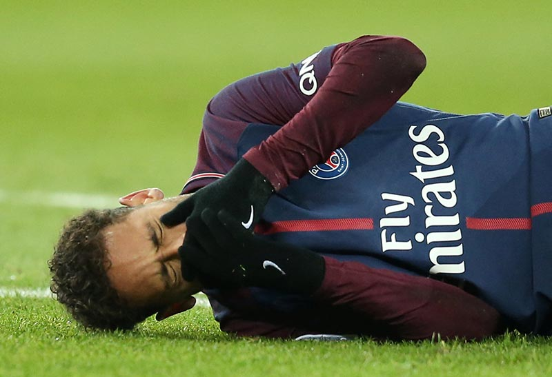 PSG's Neymar suffers fractured metatarsal