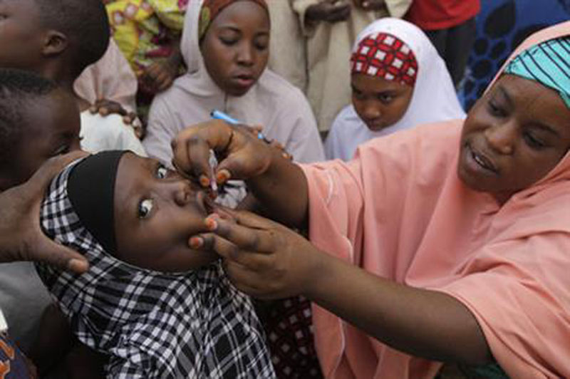 File – A health official administers a polio vaccine to a child in Kawo Kano, Nigeria, on April 13, 2014. Photo: AP