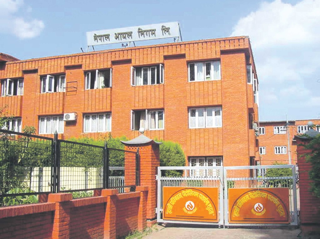 NOC Slashes Price Of Petrol and Diesel by Rs. 2