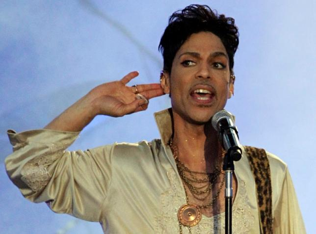 U.S. musician Prince performs at the Hop Farm Festival near Paddock Wood, southern England July 3, 2011. REUTERS