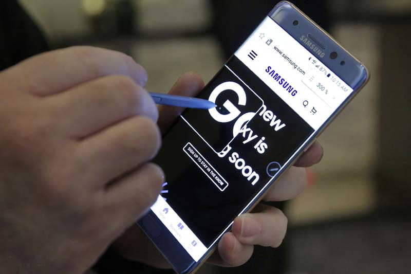A screen magnification feature of the Samsung Galaxy Note 7 is demonstrated, in New York on July 28, 2016. Photo: AP/ File