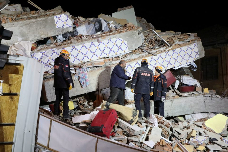 Turkey quake kills at least 22, rescuers dig for survivors